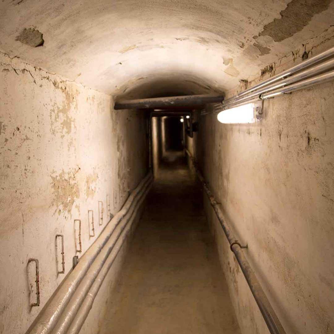 Bei der Kellerführung besichtigten wir unter anderem diesen schmalen Gang unter dem Ulmer Münster